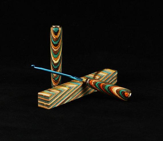 Uncinetto con impugnatura in legno di JR Crafter