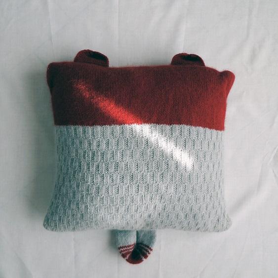 Pillow pattern by Lolo Wang