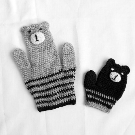 Finger Toy Mittens by Lolo Wang