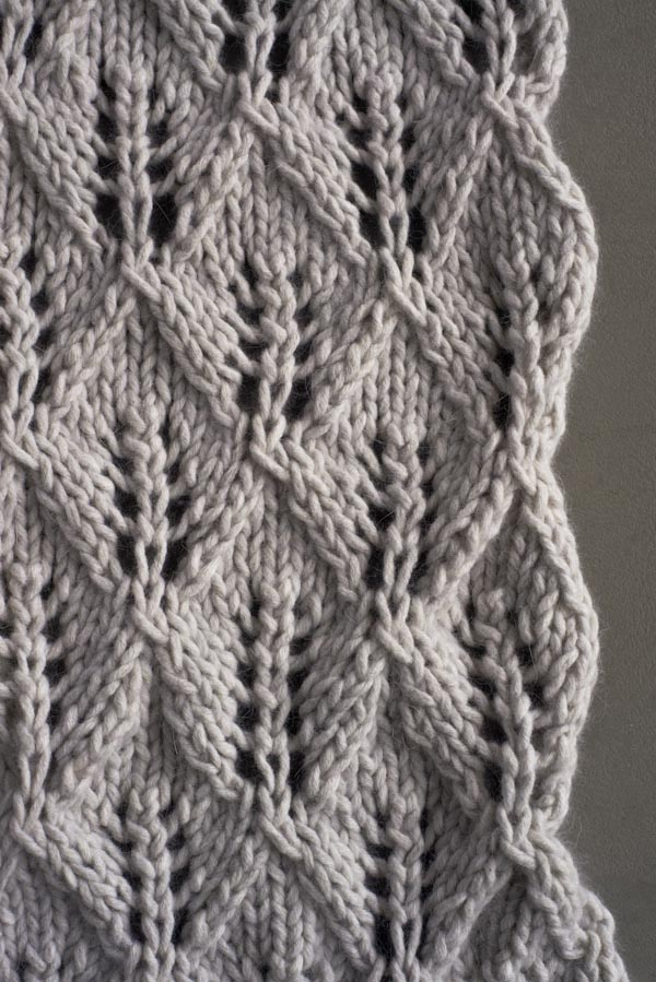 Sciarpa Lovely Leaf Lace in Feltro, detail. Foto di Purl Soho